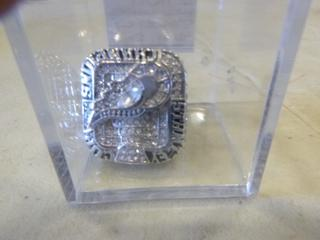(1) Detroit Red Wings Replica Stanley Cup Ring (G1)