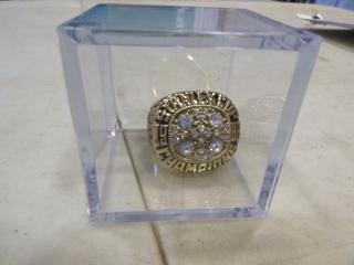 (1) 1988 Wayne Gretzky Replica Stanley Cup Ring (G1)