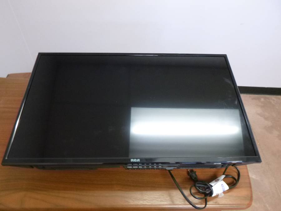 RCA RT3205-D 32in LED TV *Note: No Remote*