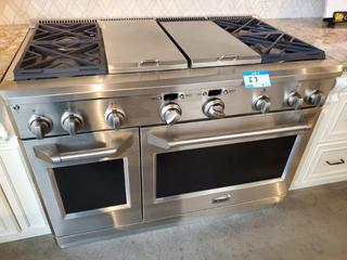 GE Monogram 4 Burner Natural Gas or LP Gas Cook top Stove, w/Grill & Griddle, Searing Top & Electric Oven. Mod. ZDP484NG
