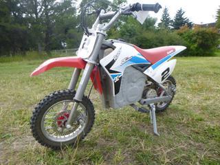 Razor SX500 Electric Dirt Bike. VIN 121810-02-14090001745 *Note: Needs Battery*