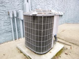 Carrier 1/6hp 208-230V Residental Air Conditioner **Note: Buyer Responsible For Load Out, Located Offsite For More Info Contact Shazeeda @780-721-4178**