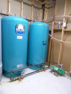 Qty Of (2) 1999 Well-Rite WR360R 43.6Gal Cap Tanks C/w Magnetek 1/3hp Pump **Note: Buyer Responsible For Load Out, Located Offsite For More Info Contact Shazeeda @780-721-4178**