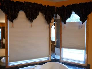 (2) 26in Top Down Button Up Hunter Douglas Blinds And (2) 46in Top Down Button Up Hunter Douglas Blinds **Note: Buyer Responsible For Load Out, Located Offsite For More Info Contact Shazeeda @780-721-4178**