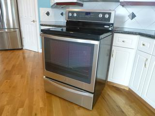 Whirlpool Model YWFE715HOESO 240V Cook Top C/w Warming Drawer. SN R52613523 **Note: Buyer Responsible For Load Out, Located Offsite For More Info Contact Shazeeda @780-721-4178**