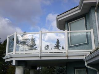 PVC Deck Railing C/w Qty Of Upper Rails, Lower Rails, Posts And Post Caps (Approx. 500ft) **Note: Glass Not Included, Buyer Responsible For Load Out, Located Offsite For More Info Contact Shazeeda @780-721-4178**