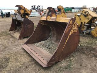 """69"""" Cat Excavator Bucket to Fit Cat 330 (21.25"""" Ear-to-Ear)."""