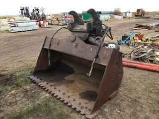 "84"" Excavator Wrist Bucket To Fit Cat 330 (21.25"" Ear-to-Ear). Requires Repair."