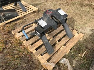 """5th Wheel Hitch For Truck Box, Base 24""""x24""""."""