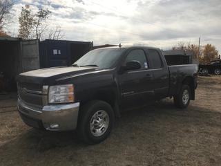 2008 Chev 2500 HD LTZ 4x4 P/U c/w Duramax 6.6L, Auto, A/C, Leather Seats, Box Liner, 6.5' Box, 5th Wheel Bracket, LT265/70R17 Tires. Showing 333,537 Kms. S/N 1GCHK29698E124816 Note* Damage to Right front bumper, headlight and quarter panel