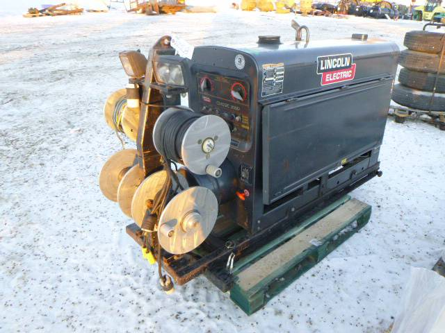Lincoln Electric DC Generator and Welder, SN C107110127 *Note: No Battery, Running Condition* (Row 1)