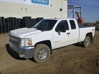 2007 Chevrolet 2500 HD Extended Cab Pick Up c/w 6.0L Vortec, A/T, A/C, Showing 520,932 Kms, 903 Hours, LT265/75R16 Tires at 20%, Rears at 0%, 6 Ft. 8 In. Box, VIN 1GCHK29K07E523013 *Note: Service Air Bag, Service 4 Wheel Drive, Service Tire Monitor System, Rust and Damage*