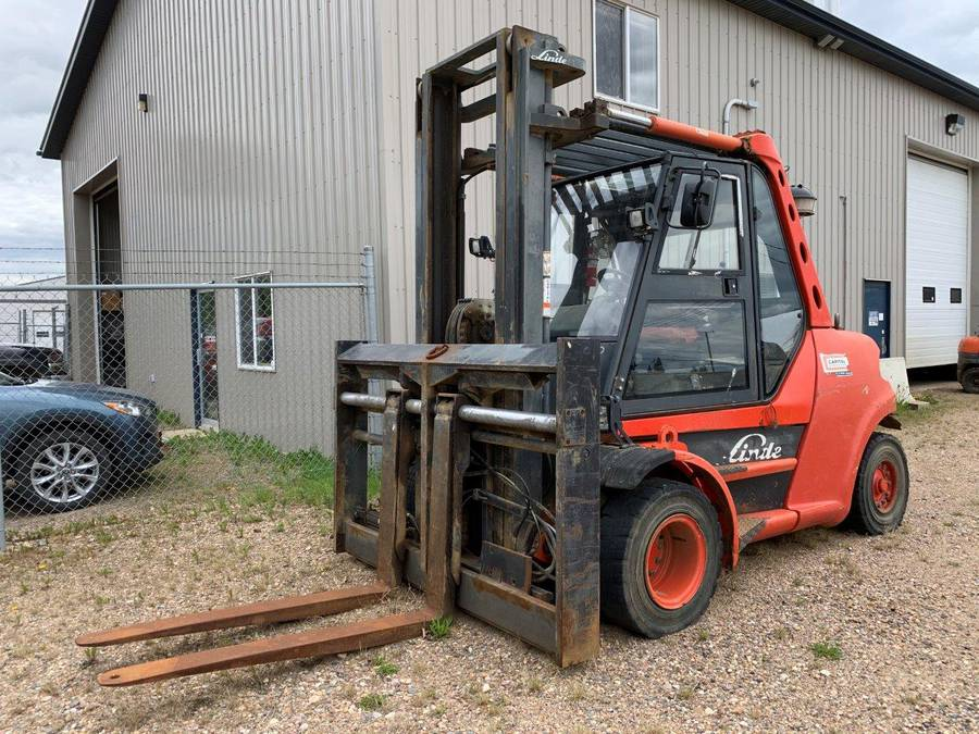 2006 Linde H80D/900-03 8000 kg (17,600 Lbs) Forklift c/w 3-Stage Mast, Fork Positioner, Showing 11844 Hours, S/N E1X353T01368. Buyer Responsible For Crane Load Out, Doesn't Roll In Neutral.