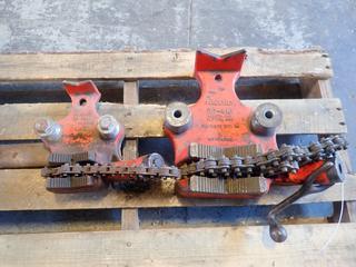 Ridgid BC-810 1/8in To 4in Bench Chain Vise C/w Ridgid BC-410 1/8in To 4in Bench Chain Vise *Note: No Handle On BC-410*