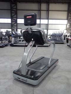Star Trac TRE 18.0Amp 1650W 110V Treadmill C/w 15in LCD Monitor And 20A Plugin. SN TREN1008-U21445