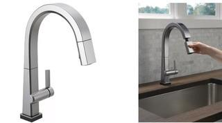 Delta Pivotal Pull Down Touch Single Handle Kitchen Faucet with Touch20 Technology Arctic Stainless