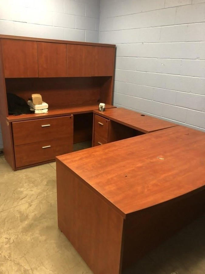 U-Shape Exec Office Desk w/ 2 Drawer file cabinet & Hutch