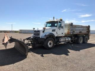 2009 Mack Granite T/A Gravel Truck c/w Mack MP8, Auto, A/C, Midland XL1000 14' Gravel Box, Tarp, Tenco 12' 4 Way Plow, Plumbed For Pup, Showing 291,283 Kms. S/N 1M2AX09CX9M006113, County Unit Note:  There is a ten percent (10%) Buyers Premium with NO CAP on This Lot.