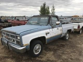 1984 GMC Sierra Classic 1/2 Ton c/w Short Box. Parts Only, Not Running. S/N 2GTEC14HXE154676.