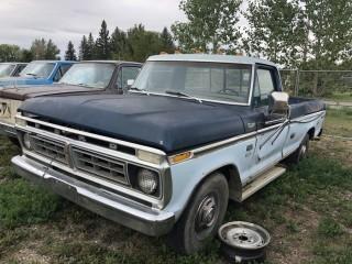 1976 Ford F250 3/4 P/U c/w V8, Auto, Not Running. S/N F25JCB04624.