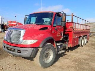 Unit 622: 2005 International Pipe Truck w/ Crane. CVIP 11/2019. Showing 54,360kms. VIN 1HTMSAAR85H142283 **LOCATED IN CARBON**
