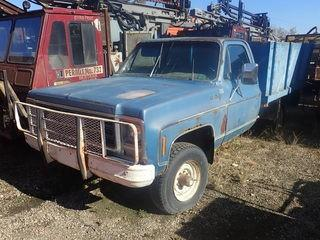 "Unit 200: 1979 Chev 10 4x4 Tilt Flatbed c/w V8, 4 Speed, 8'9"" Deck With Stake Sides, Showing 30542 Kms, S/N CLK3491121810."