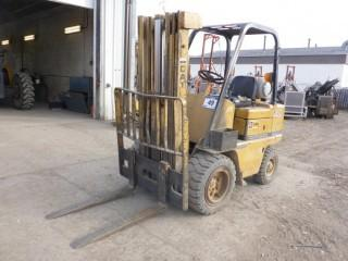 CAT V40C 4000lb Capacity Forklift C/w ROPS, 3-Stage Mast, 42in Forks, LPG. Showing 6116Hrs. SN 75Y471