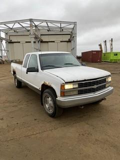 1997 Chevrolet 1500 4X4 Extended Cab Pick Up c/w 5.7L, A/T, 5th Wheel Hitch, Showing 366,497 KMS. VIN # 1GCEK19R2VE161001
