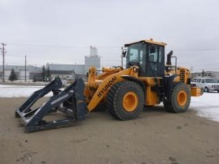 2014 Hyundai HL760-9A Wheel Loader C/w Hyd Q/A Pipe Grapple, Bkt, Cab, 23.5R25 Tires. SN HLL04AE0000250 * AUCTIONEERS NOTE DISPLAY SCREEN MALFUNCTIONING, 953 hrs est Per Information provided*