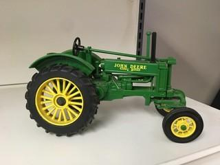 John Deere General Purpose Model BW-40 1:16 Scale Diecast Tractor.