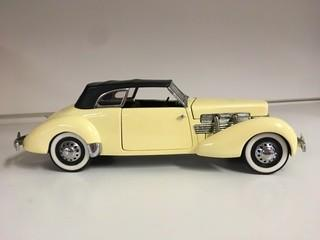 Franklin Mint Precision Models 1:24 Scale 1937 Cord 812 Phaeton Coupe.