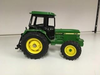 John Deere 3140 with 3 Point Hitch & Removable Cab 1:32 Scale Ertl Diecast Tractor.