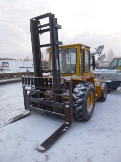 1996 Sellick SD-80 Rough Terrain Diesel Forklift C/w 2-Stage Mast, 2WD, 48in Forks, Rear Hyd. Showing 8039hrs. S/N 1304603. Unit 5047 *Note: Item Cannot Be Removed Until 12PM February 13 Unless Mutually Agreed Upon*
