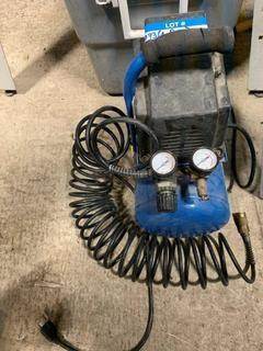 Mastercraft 2Gal 120V Portable Air Compressor