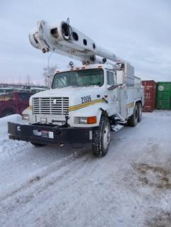 1995 International 4900 Bucket Truck C/w Altec AM855 Winch  Showing  195,564 Miles, 15756 Hrs. VIN 1HTSHAAR1TH242907. Unit 2006 *Note: Runs And Drives Requires Repairs, Missing Drivers Seat, Missing Out Riggers, Hood Damaged*