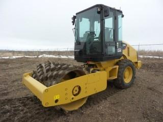 2014 CAT CP44 Vibratory Padfoot Compactor
