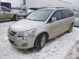 2009 Volkswagen Routon Minivan c/w V6 4.0L, Showing 265,784 KM, VIN 2V8HW34X09R579301 *NOTE: Damage to driver rear door and front bumper*