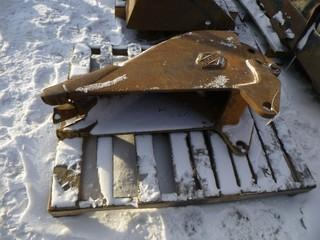 """11"""" Wide Dig Bucket With Teeth c/w to Fit Loader Backhoe"""