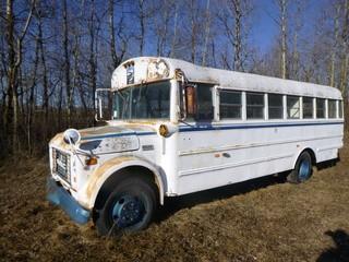 1976 GMC 6000 Bus C/w V8, GVWR 19700. Showing 48599 Kms. VIN TSE6261555201