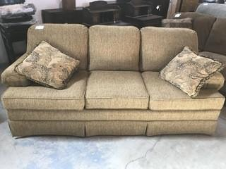 Pennhouse Sofa Gold.