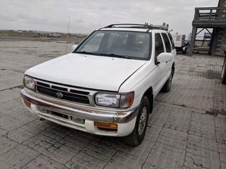 Nissan Pathfiner 4x4 SUV c/w V6, Auto, A/C. Requires Repair. Showing 194027 Kms.