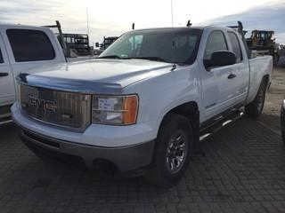 2011 GMC Sierra Extended Cab 4x4 PU c-w V8, Auto, A-C. Showing 186749 Kms.