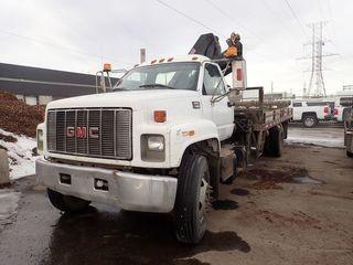 1999 GMC C7500 Single Axle DRW Picker Truck. Diesel Engine, 6-Speed Manual Transmission, 11R22.5 Tires, 2006 Hiab 088CLX Crane, 19' Deck. Showing 522,203kms. CVIP Expires 04/19. VIN 1GDL7H1C5XJ502874.