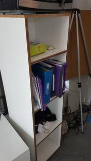 Lot consisting of: Desk, Bookcase and Easel