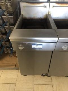 Quest MV40/130 130,000 BTU Twin Basket Deep Natural Gas Fryer. S/N 19115