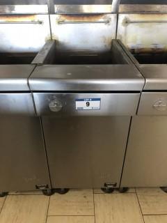 Quest MV40/130 130,000 BTU Twin Basket Deep Natural Gas Fryer. S/N 19130