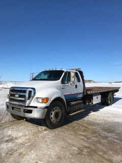 2008 Ford F-750 Flat Deck Tow Truck c/w Vulcan 22ft Steel Hydraulic Roll Back Deck, Single Line Winch, Rear Hyd Wheel Lift, Cat C7 Eng (Full Rebuild Documents), Allison Automatic, Beacons. Showing 539,778 kms. VIN# 3FRXX75V08V676753