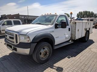 2006 Ford F550 SD 4x4 Service Truck c/w 6.0L Powerstroke Diesel, Auto, Muncie PTO, A/C V-Mac Compressor System, Pacific 8'x11' Service Body. Showing 345,421 Kms. S/N 1FDAF57P06ED84209.
