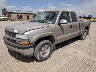 2000 Chev 2500 HD LT Trim 4x4 P/U c/w Vortec 6.0L, Auto, A/C. Showing 347609 Kms. S/N 1GCGK29U6YE251243 **Requires Repair**
