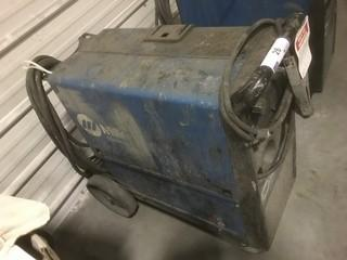 Miller Millermatic 210 160Amp Wire Feed Welder. SN LC472872 *Note: Needs Repairs*